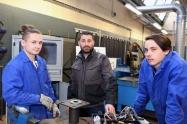 Apprentis et Enseignant en métallurgie